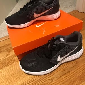 Nike Revolution 3 - Men's size 8.5 - Brand New!